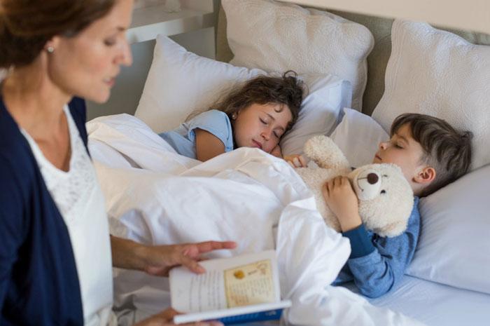 укладываете детей спать