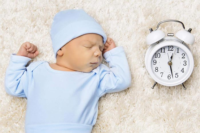 новорожденный и часы
