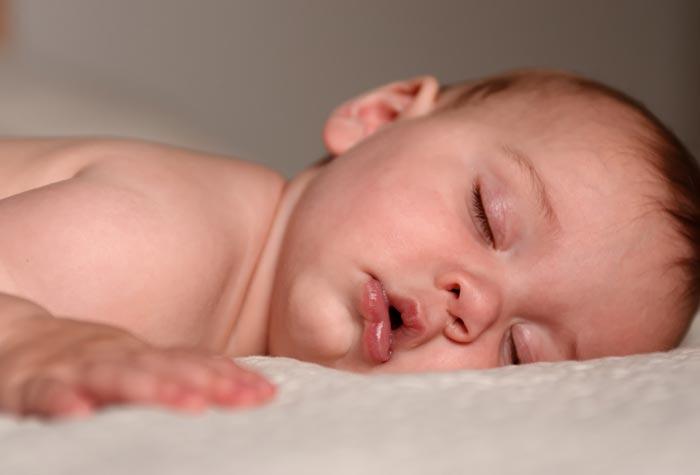 Малыш часто дышит во сне
