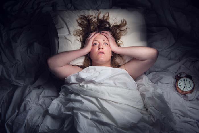 Почему может быть плохой сон ночью у взрослого? Что делать в этом случае?