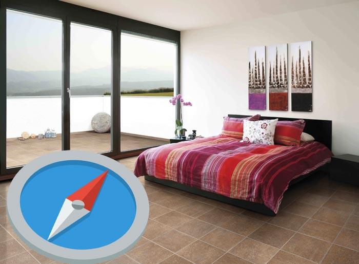 кровать и компас