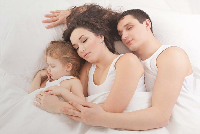 семья спит