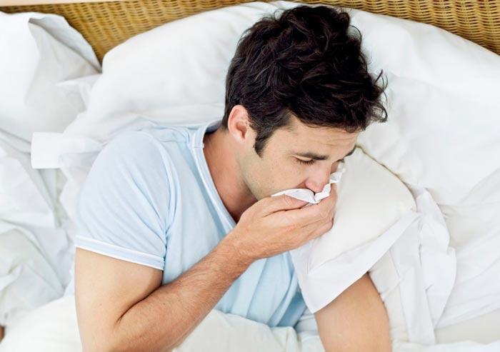 Почему во время сна изо рта текут слюни: сильное ночное слюноотделение у взрослого человека — причины. Почему может идти кровь изо рта