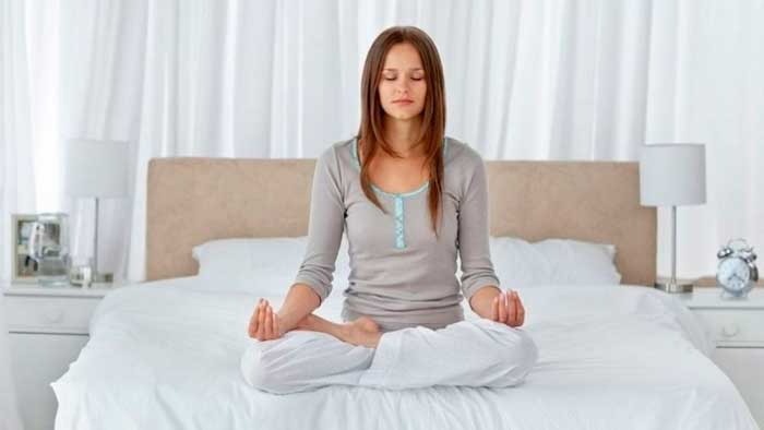 медитация на кровати