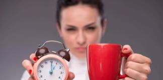 будильник и кофе