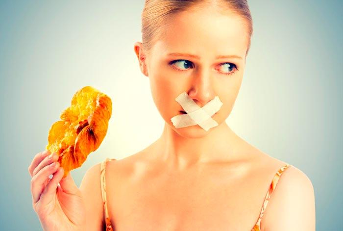девушка не ест